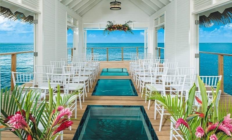 bahamas wedding hotel sandals chapel